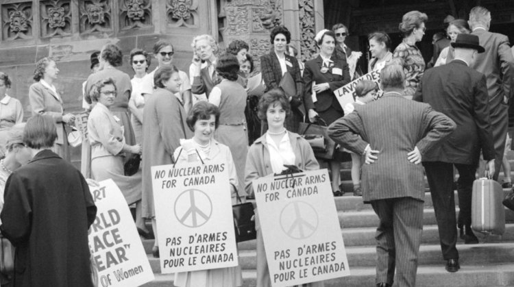"""""""Traveling Bags For Their Trip To Russia"""": Canadian Right-Women And International Relations During The Cold War: Expressing Dissident Views"""